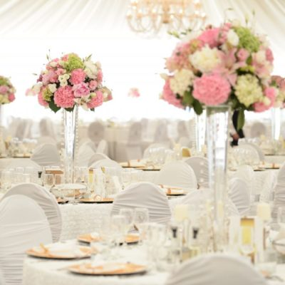 Beautiful-flowers-on-table-in-wedding-day-1024x682